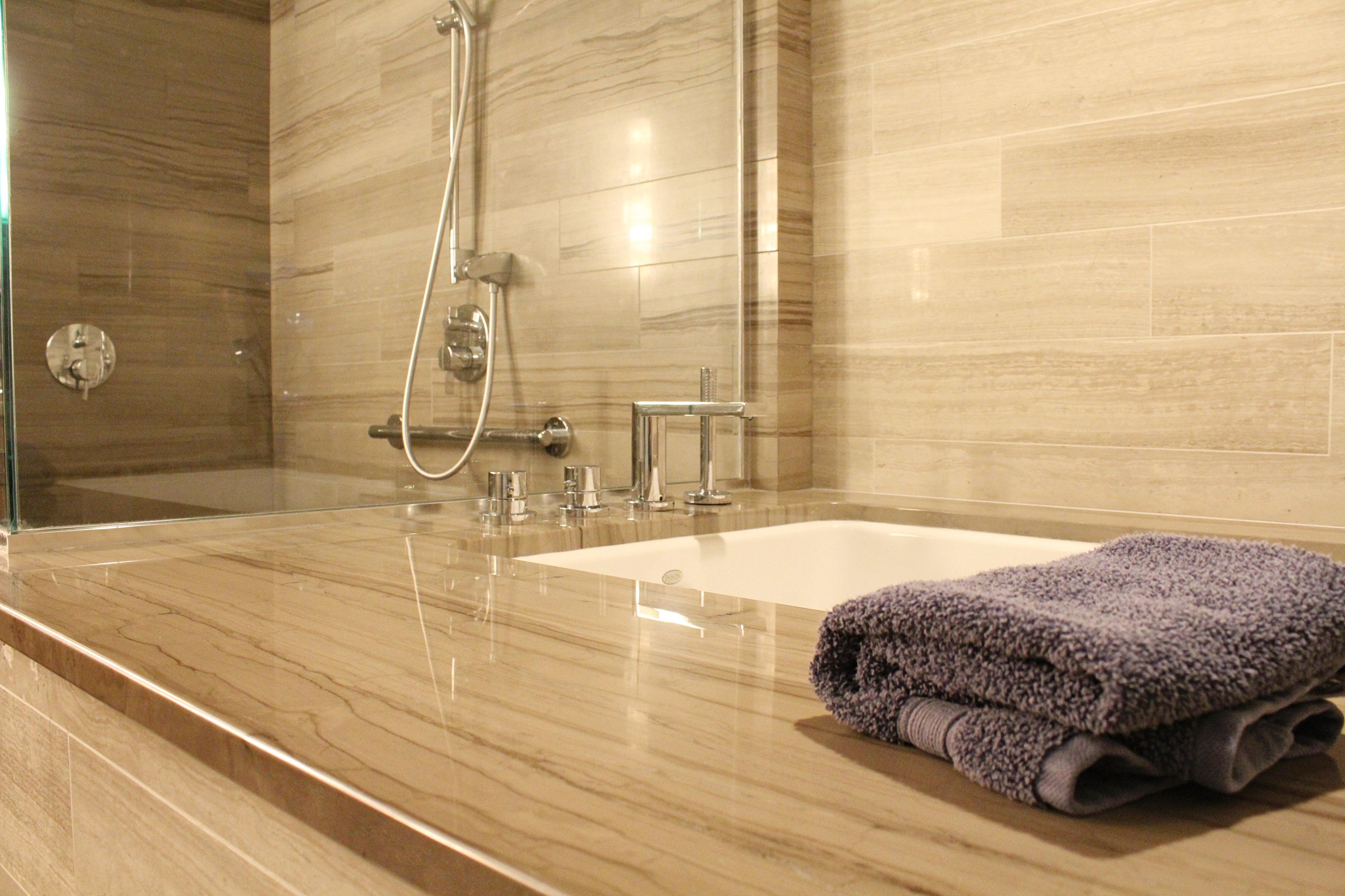 bathroom-tub